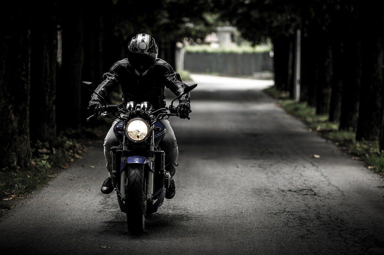 Astuces pour rénover les phares de sa moto