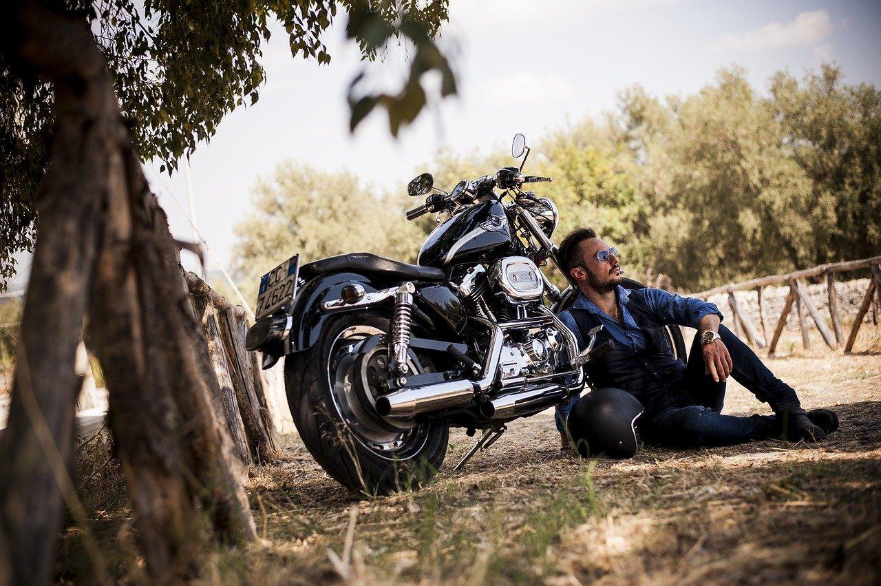 Quel équipement pour un look de motard vintage ?